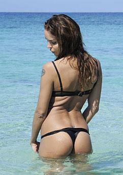 Nina-Moric-hot-lato-B-isola-dei-famosi-costume-nero-Isola-Famosi-2012-15-febbraio-1