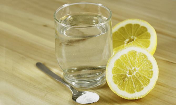 bicarbonato con limon en la cara
