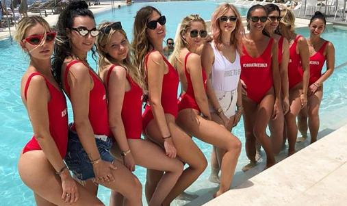 Chiara Ferragni e le sue amiche a Ibiza