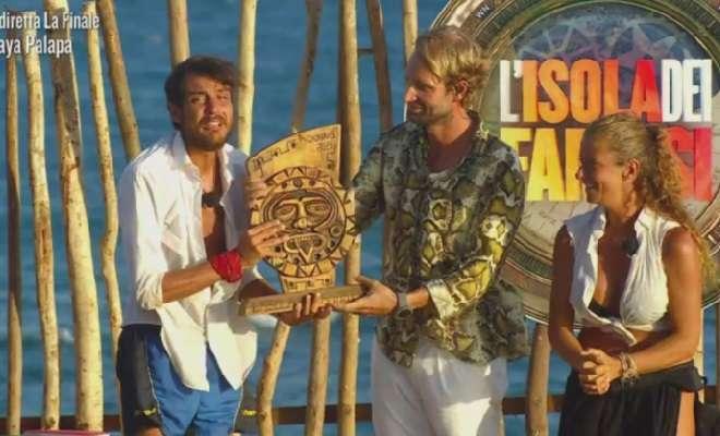 Awed vince Isola dei famosi