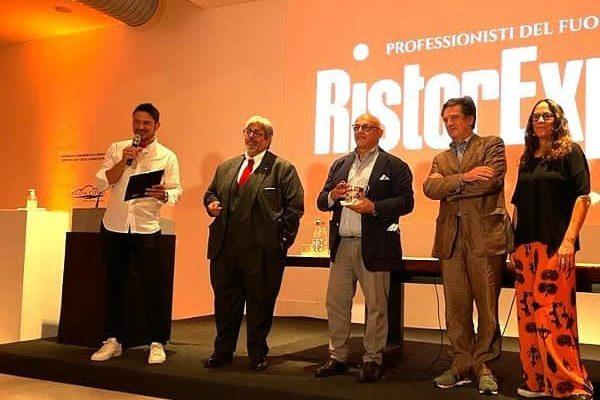 Lo chef Claudio Sadler riceve il premio alla carriera durante RistorExpo