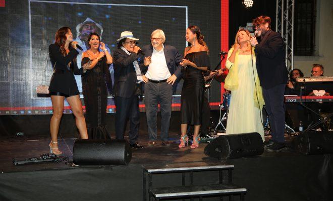 PREMIO EVA3000 CATAJO 2021: FESTEGGIATA LA REGINA DEL GOSSIP CON UN PARATA DI STAR
